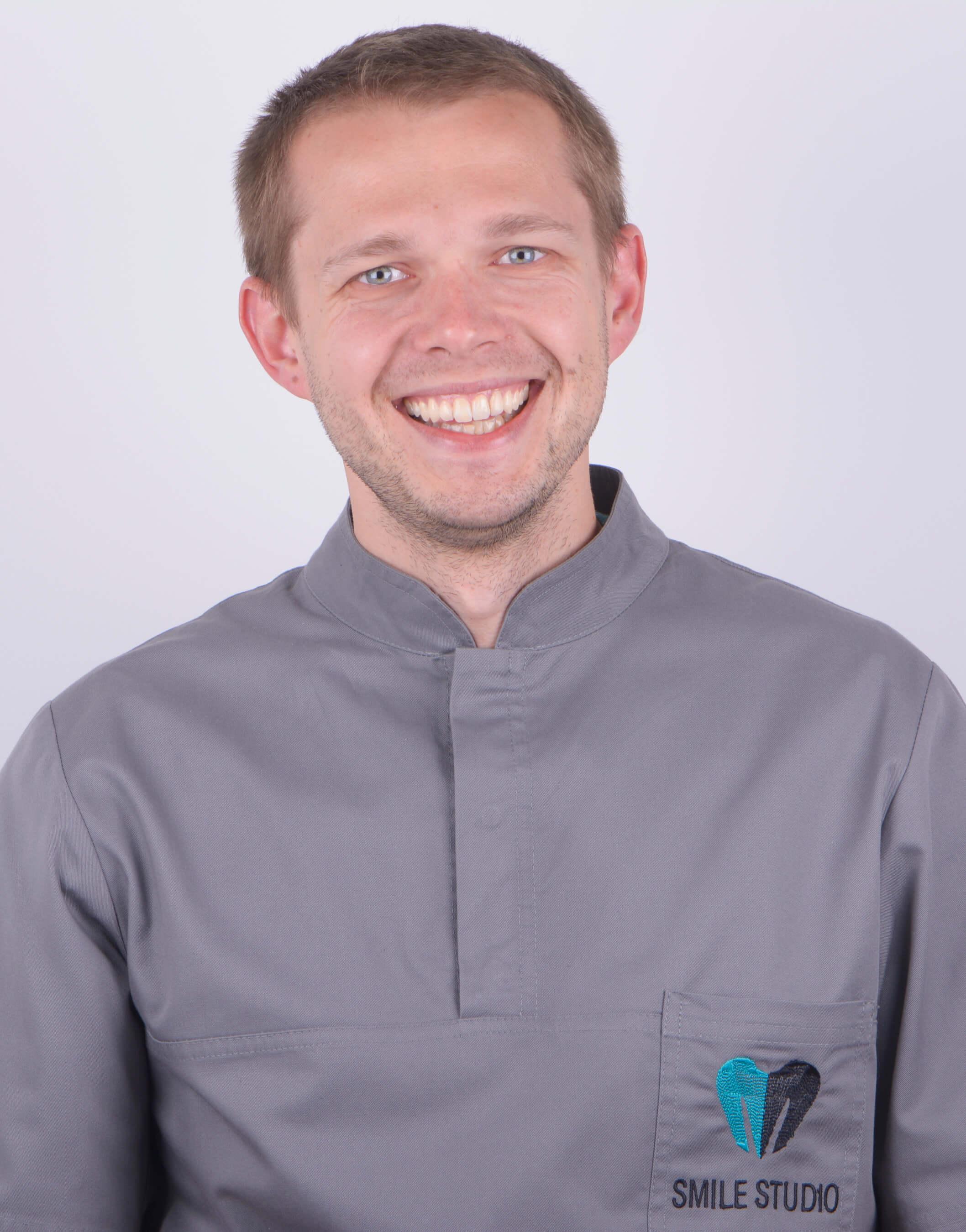 Konrad Kaczmarek - dentysta Poznań Jeżyce